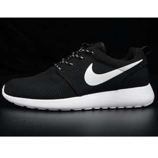 代購 Nike 黑白 roshe run 免運