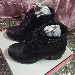 黑色粗跟軍靴
