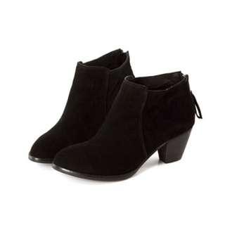 黑色麂皮粗跟尖頭鞋