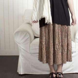 質感奇妙的百褶裙