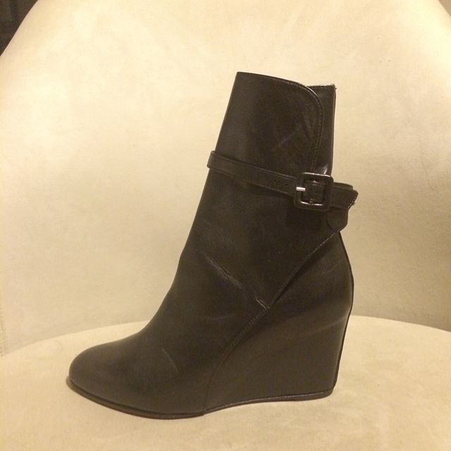 a5eeae41e97 Christian Louboutin Leather Ankle Boots