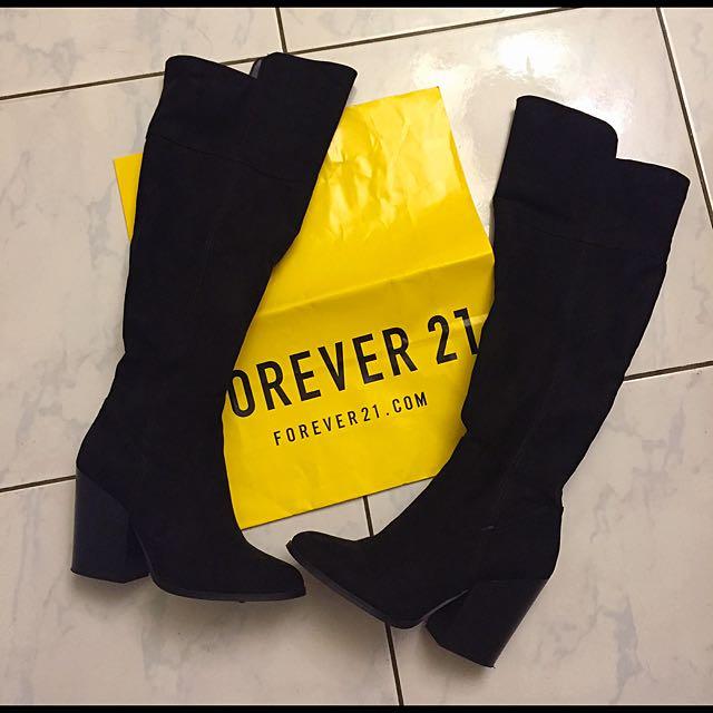 Forever21保暖麂皮冬天必備超顯瘦低跟長靴 性感時尚