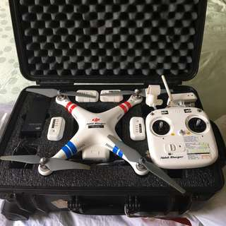 Phantom vision 2 plus From + 5 Batteries + 3 Chargers + Hard case
