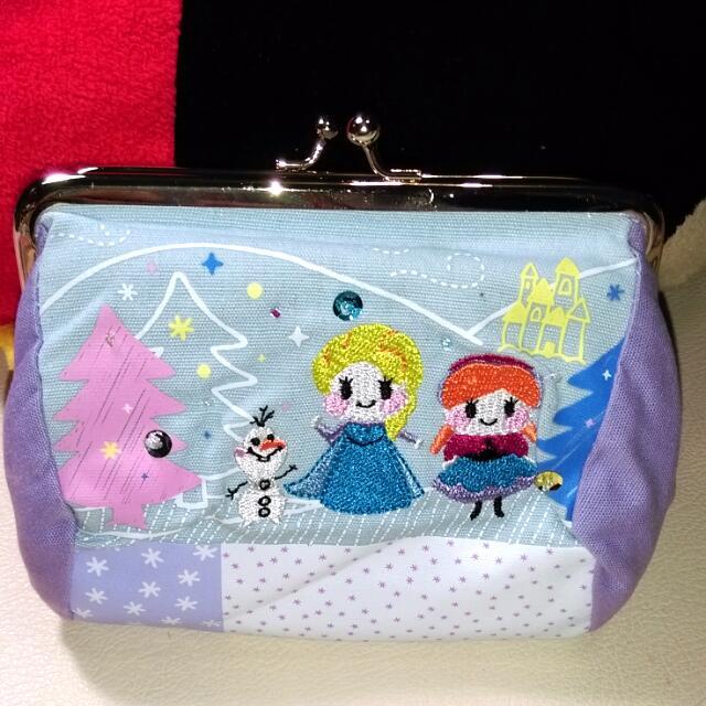 (免運)全新絕版日本迪士尼冰雪奇緣化妝口金包