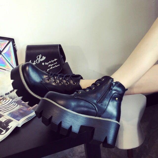 預購‼️兩色厚底靴 防水台 個性馬靴短靴❤️