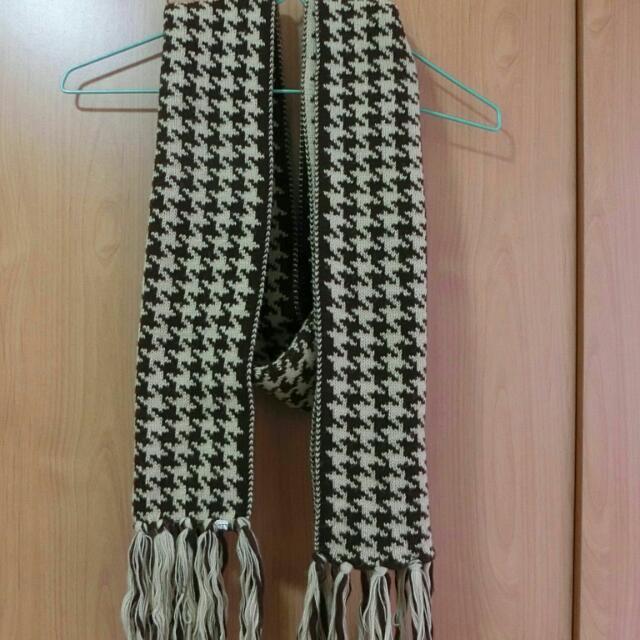 棕色 格子 圍巾 流蘇 造型