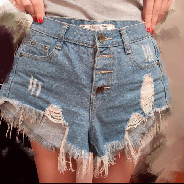 淺藍刷破破鬚高腰排扣牛仔短褲 S