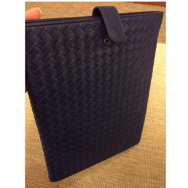 (全新)Bottega Veneta BV 手工羊皮編織iPad 皮套-深藍色 專櫃正貨