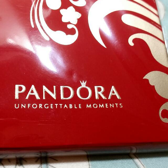 保留中🍎今天剛拿到 PANDORA專櫃送的 非常高貴美麗的紅絨金花紅包袋潘朵拉