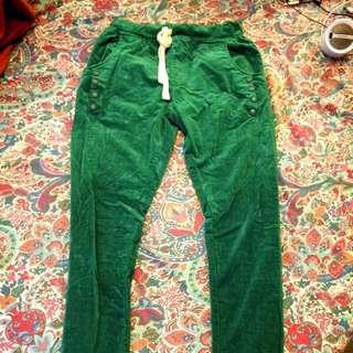 草綠色絨布褲
