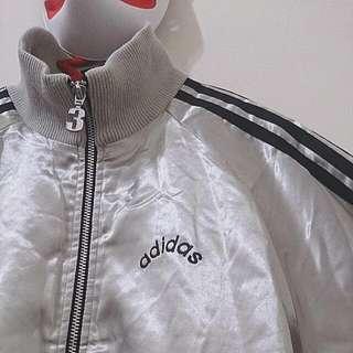 特價含運 ¥銀色緞面Adidas 古著高領棒球外套 ¥ 日本古著 正品 冬天 下雪 外套
