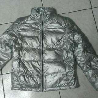 九成新銀色外套