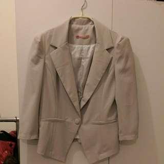 灰色西裝薄外套