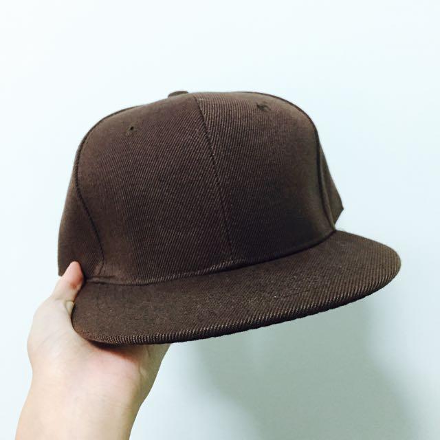 咖啡色素色棒球帽
