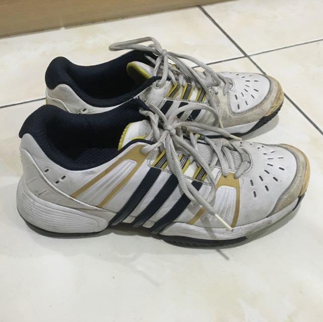 Adidas羽球鞋