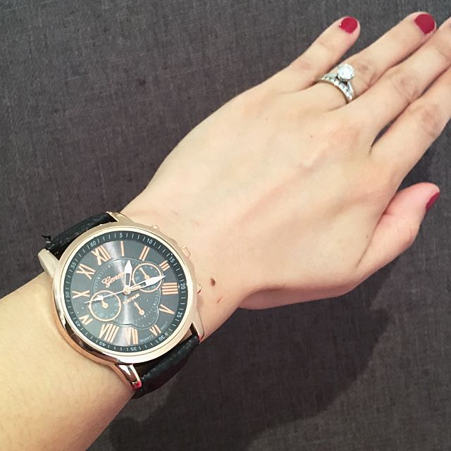 Stunning Design Quartz Wrist Watches Available In Different Colors