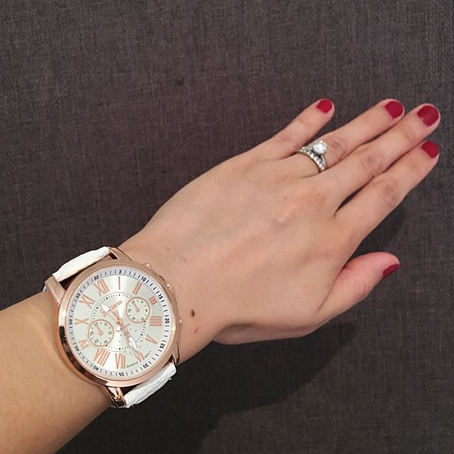 🌟Stunning Quartz Watches Available In Different Colors