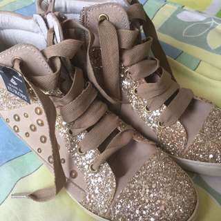 WINDORSMITH GOLD SNEAKERS