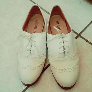 純白復古雕花牛津鞋 白色