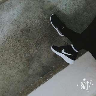 Nike Rosherun 銀鉤 7Y