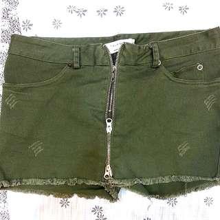 抽鬚 軍綠色 拉鍊造型 短褲裙 前後口袋