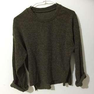 前短後長綠色毛衣