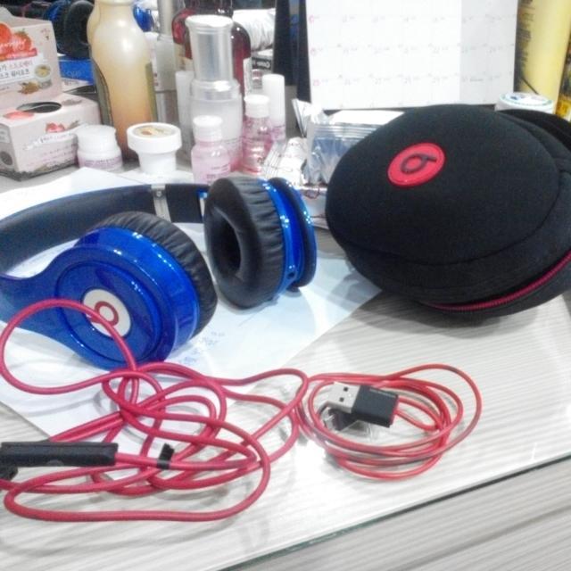撿到的。Beats 耳機 8成新 隨便賣
