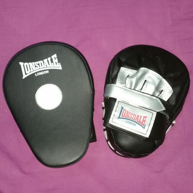 Lonsdale Boxing Gloves Focus Pads