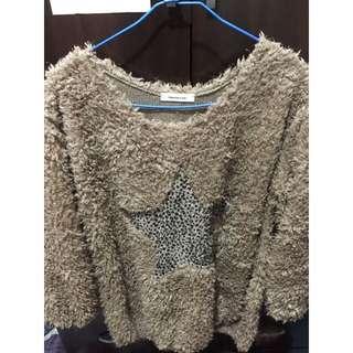 (二手)咖啡色絨毛豹紋星星上衣