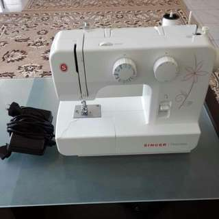 Used Only Once!!Singer Promise Sewing Machine.