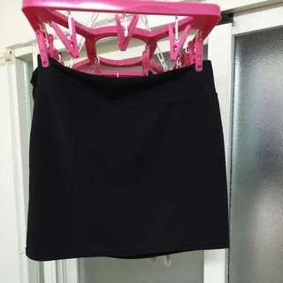 黑色短裙褲