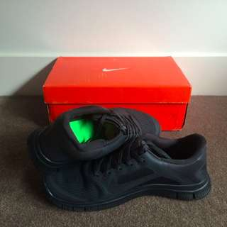 Nike Free Run 4.0 V3    Size 10