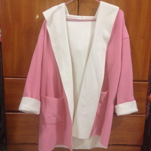 粉紅色連帽毛料外套