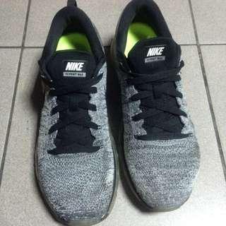 Nike Flyknit Max 灰