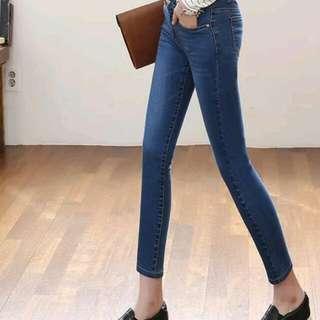 九分深藍色牛仔褲