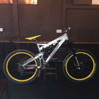 DH Bike Complete Intense Uzzi