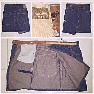 Samuel and Kevin Buttoned Asymmetrical Skirt. Size S