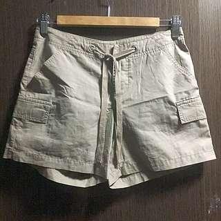 Giordano Khaki Shorts. Waist Size: 25