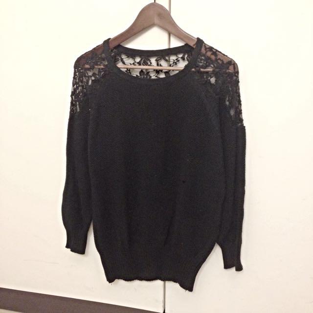 黑色拼接蕾絲針織毛衣