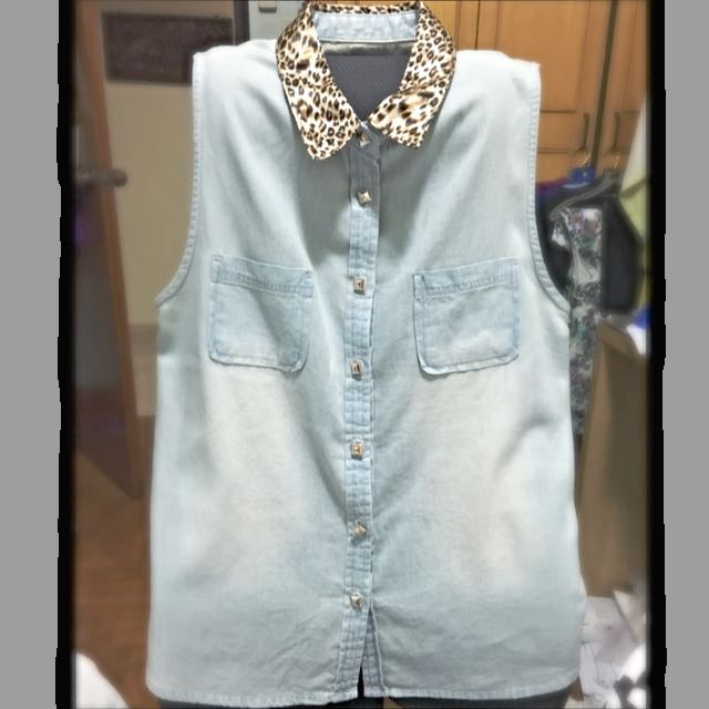 03a2520057e843 Denim Button Down Sleeveless Top With Leopard Print Collar And ...