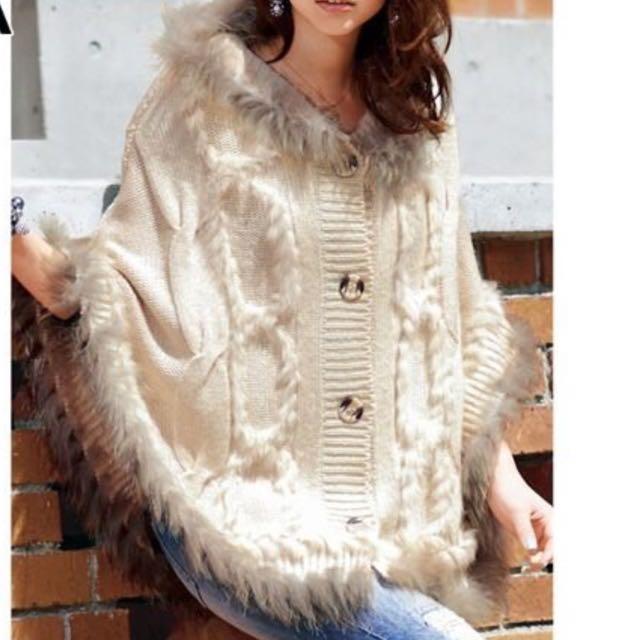 🎁情人節禮物🎁nissen日本 全新品 率性風天然皮草 針織 連帽斗篷- 米白S/M--2.5折
