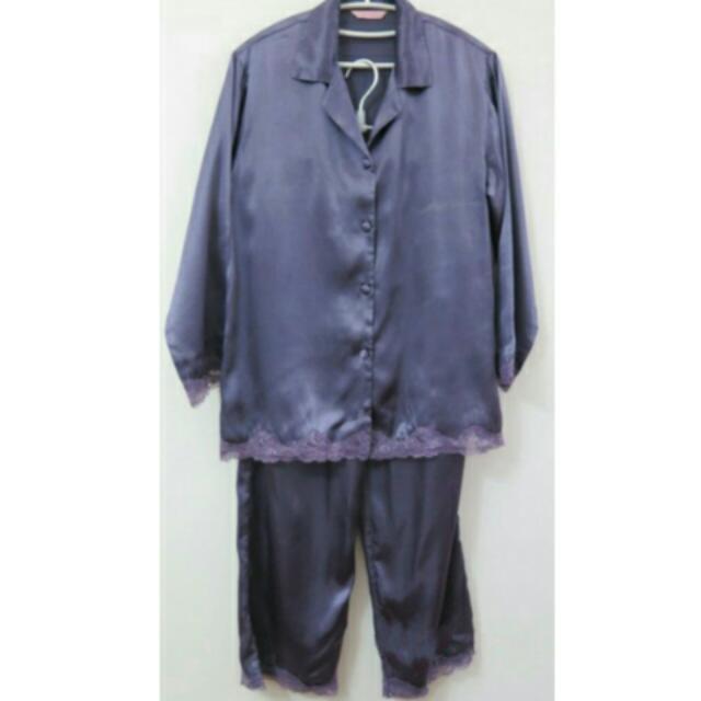 出清 Vera 緞面三件式 居家深V蕾絲睡衣褲 細肩帶睡衣+睡褲+長袖外套