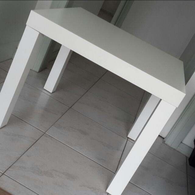 White Coffee Table In Great condition