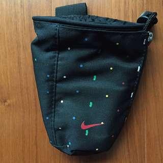 Nike SB 腰包 點點
