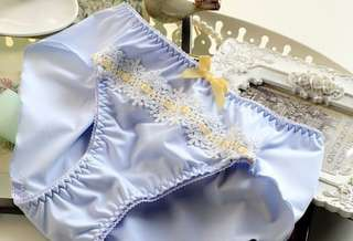 ❦DOVE私物❦簡約蕾絲重磅牛奶絲荷葉邊三角內褲-粉藍M