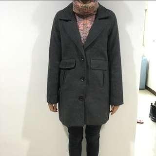 深灰色 翻領大衣