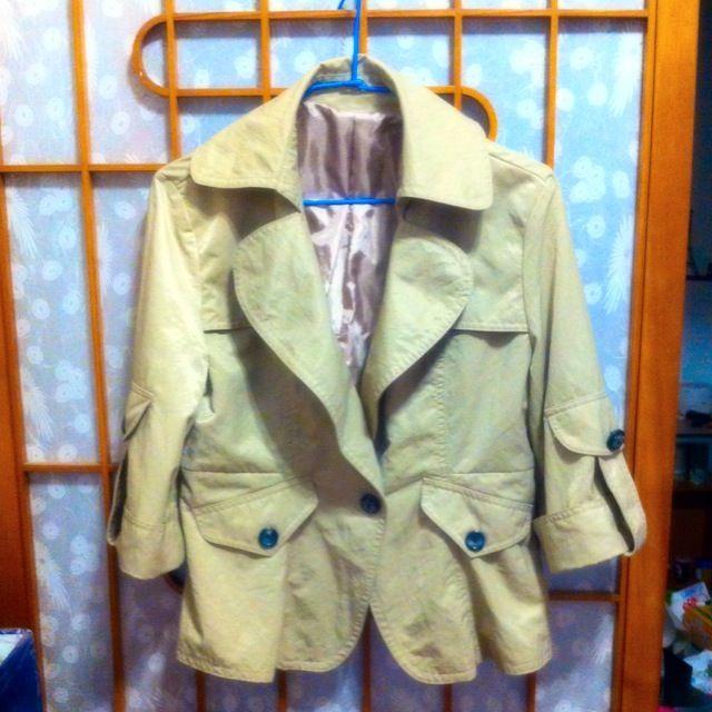 009  米色短外套