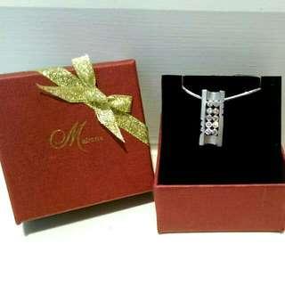 Miracle長方造型閃亮鋯石項鍊,純銀材質,個性時尚,全新專櫃貨,附盒和提袋。