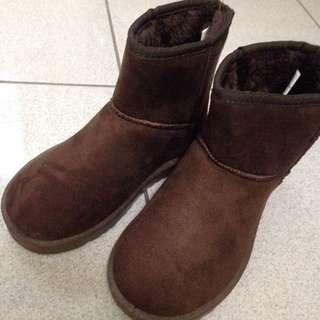 深咖雪靴 極新