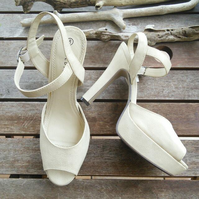 W I L D F I R E || Ladies Beige Open toe high heel sandals || non-leather ||Size 8